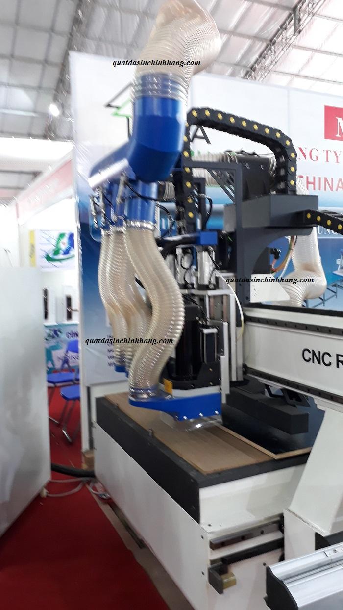 Lắp ống hút bụi gỗ pu cho máy đục gỗ CNC